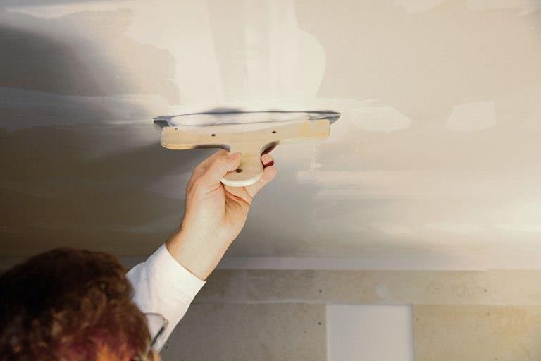 Как избавиться от трещин на потолке - лучшие советы и способы 1