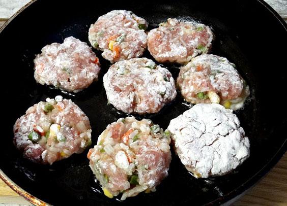 Как приготовить ароматные тефтели с овощным острым соусом по-мексикански 3
