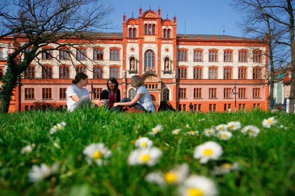 Необычные картинки самых красивых школ и университетов в мире - подборка 9