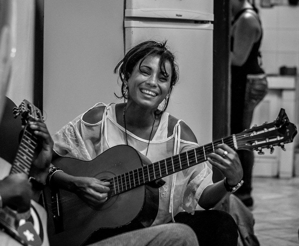 Красивые картинки девушки с гитарой - подборка фотографий 5