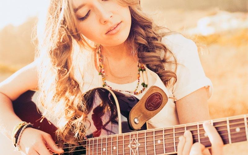 Красивые картинки девушки с гитарой - подборка фотографий 3