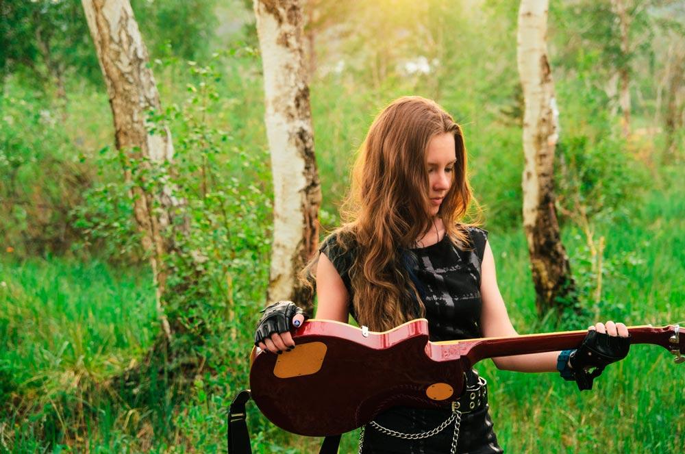 Красивые картинки девушки с гитарой - подборка фотографий 6