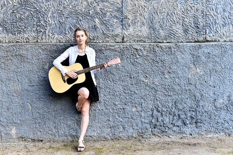 Красивые картинки девушки с гитарой - подборка фотографий 8