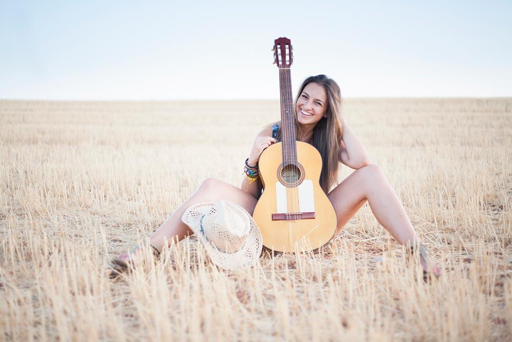 Красивые картинки девушки с гитарой - подборка фотографий 9