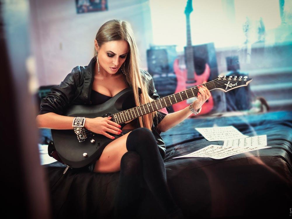 Красивые картинки девушки с гитарой - подборка фотографий 1