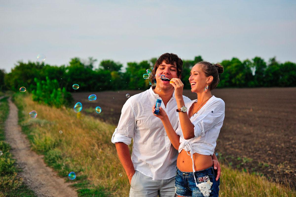 Красивые и милые картинки влюбленных пар в обнимку - подборка 11