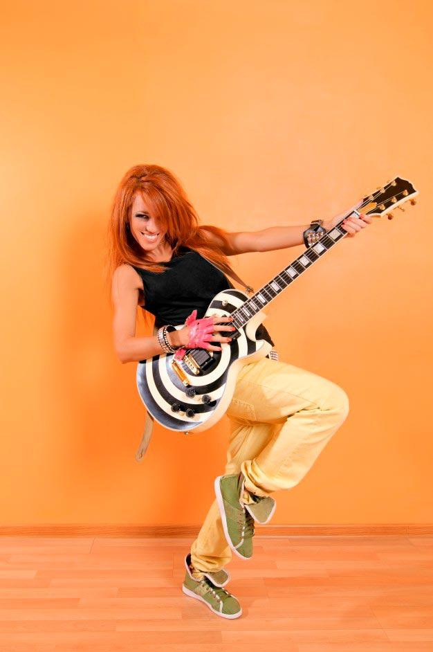Красивые картинки девушки с гитарой - подборка фотографий 12