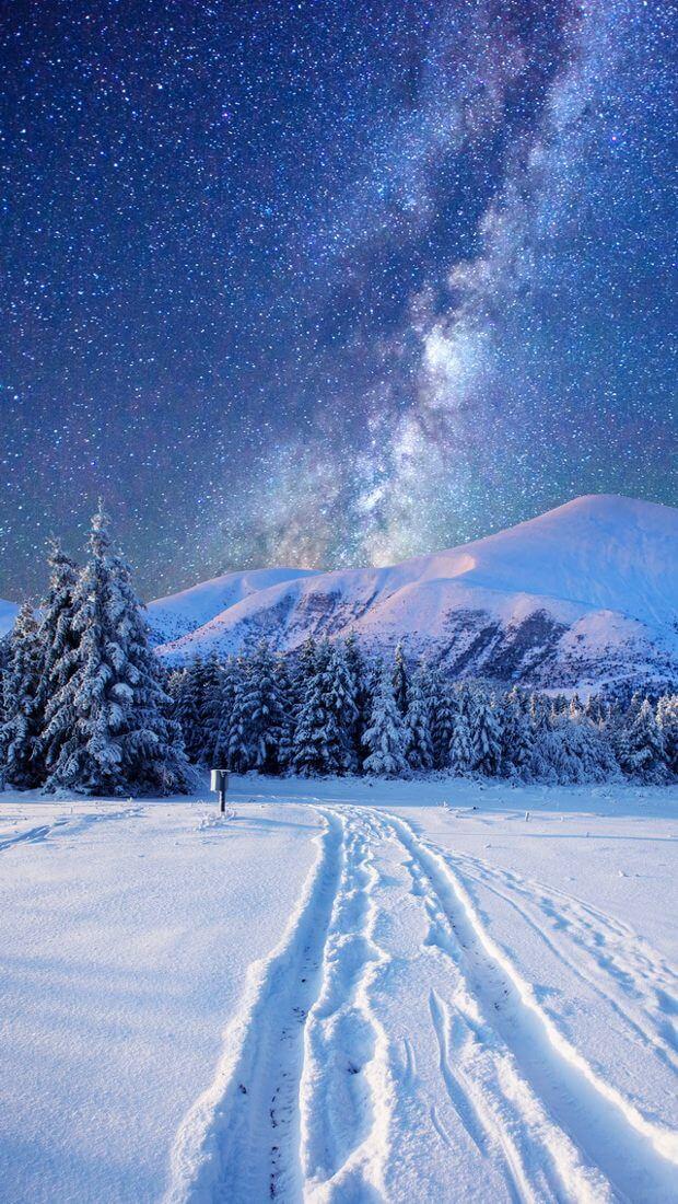 Скачать обои зимних картинок на телефон для заставки 3