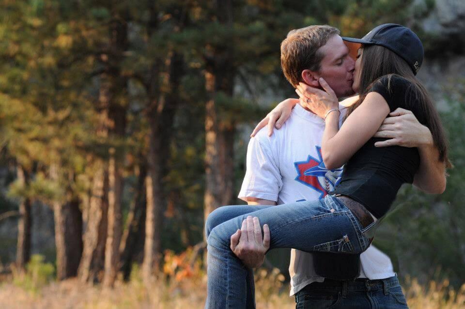 Парень держит девушку на руках - красивые 23 картинок 7