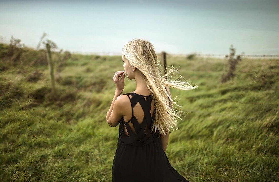 Картинки девушек на аву со спины - красивые и крутые 7