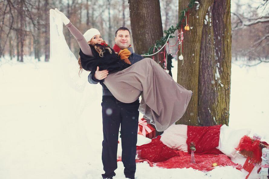 Парень держит девушку на руках - красивые 23 картинок 4