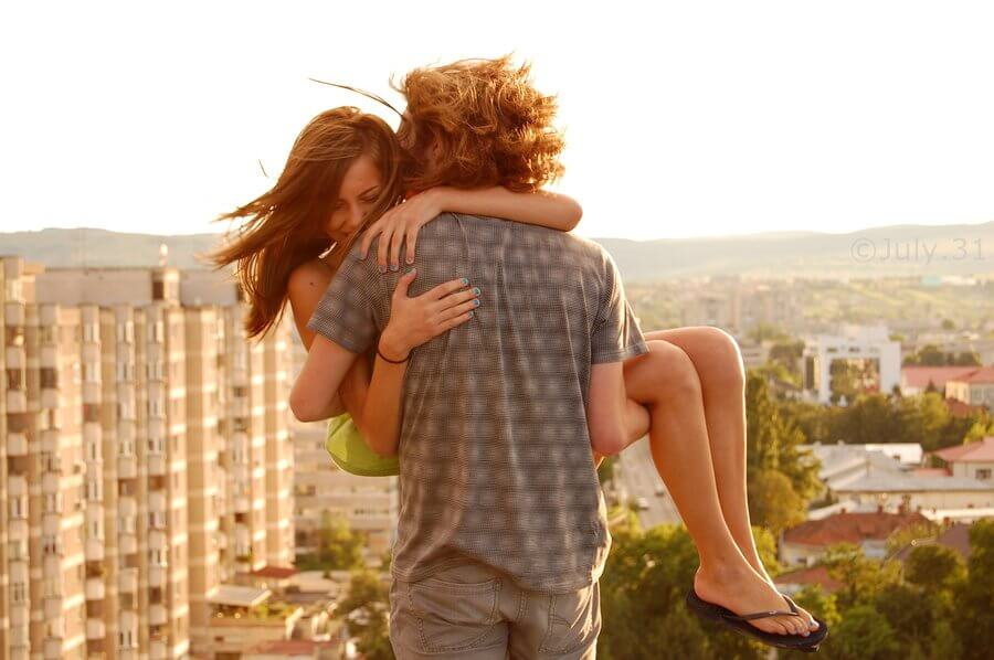 Парень держит девушку на руках - красивые 23 картинок 5