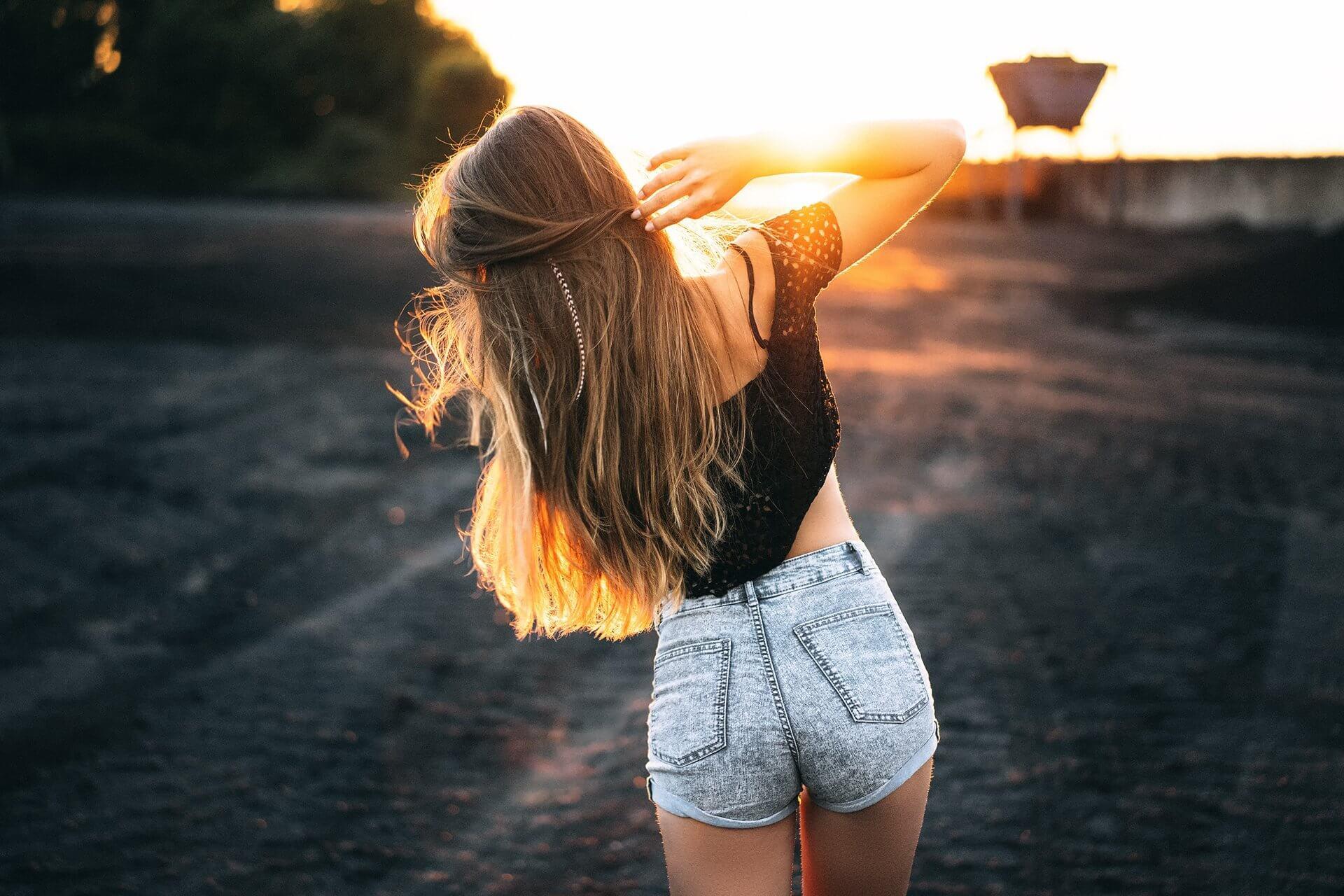 Картинки девушек на аву со спины - красивые и крутые 12