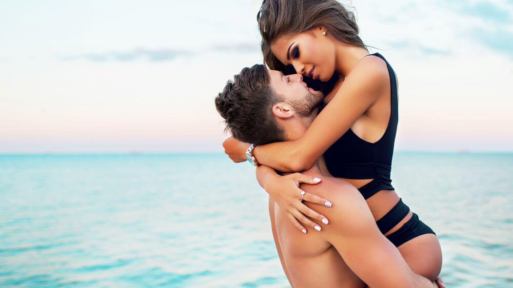 Парень держит девушку на руках - красивые 23 картинок 18