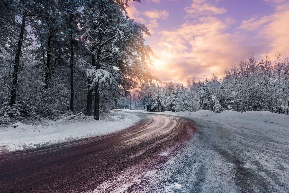 Скачать обои зимних картинок на телефон для заставки 19