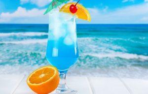 Коктейль Голубая лагуна. История напитка и его пошаговый рецепт 1