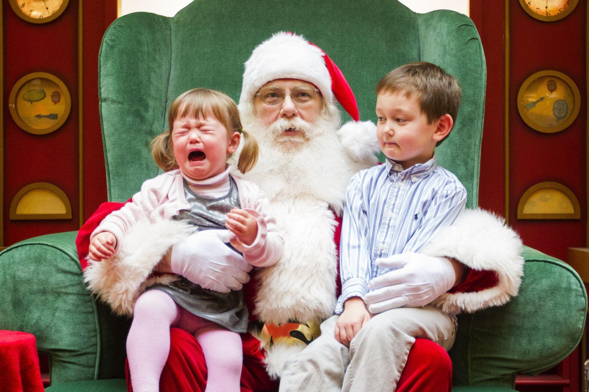 картинка дед мороз пришел к детям ближайших вам