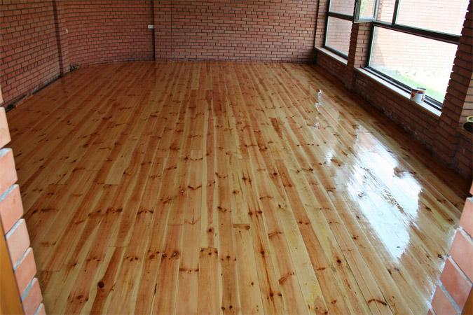 Как покрасить полы из древесины - подготовка, инструкция 2