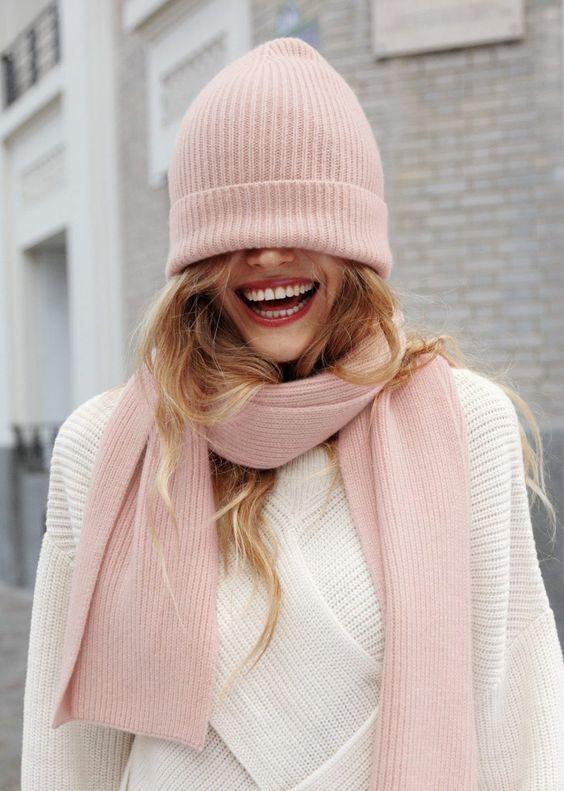 Вязаные шапки и снуды в тренде этой зимой 2019   коллекция (25 картинок) (22)