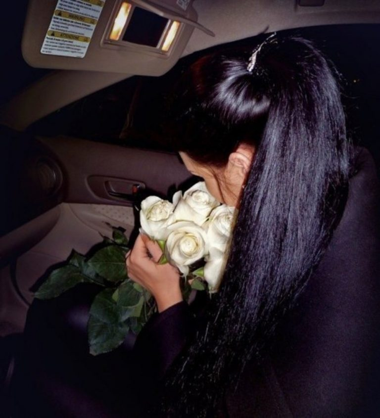 Фото в машине девушек с черными волосами