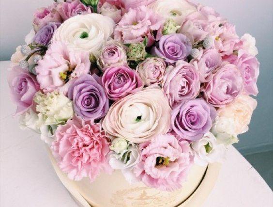Букеты в корзине из живых цветов фото (11)