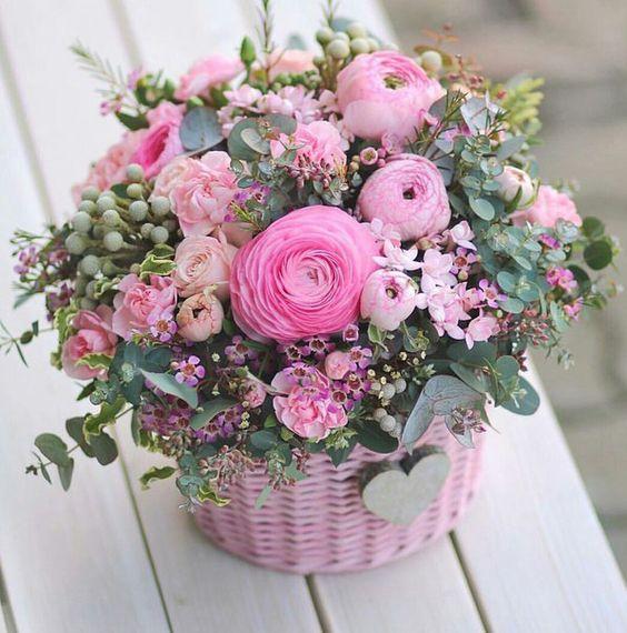 Букеты в корзине из живых цветов фото (15)
