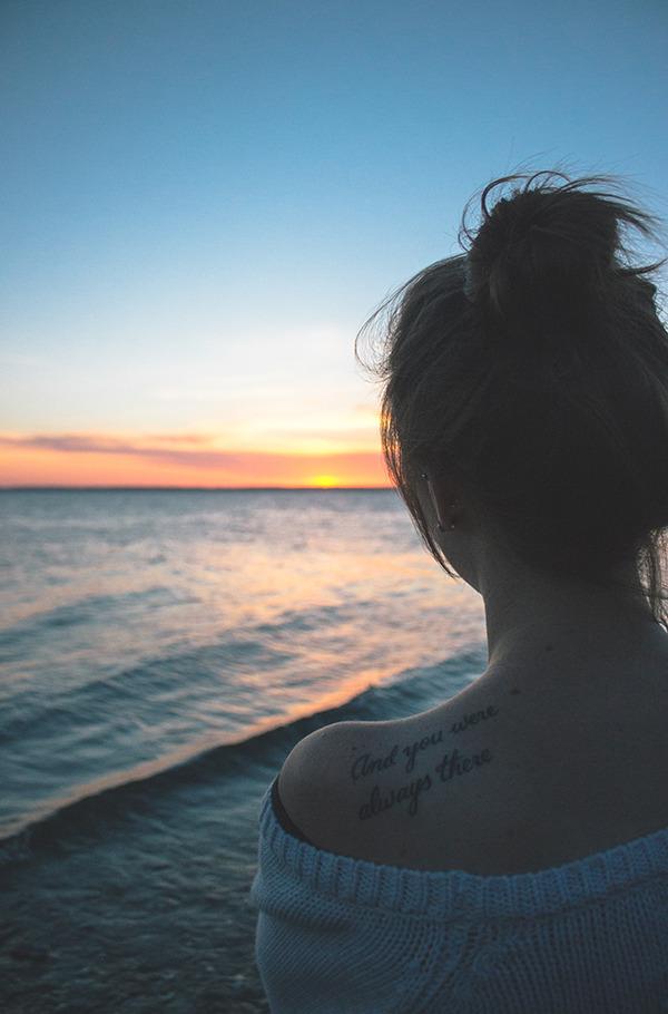 Девушка на море фотографии на аву без лица (16)