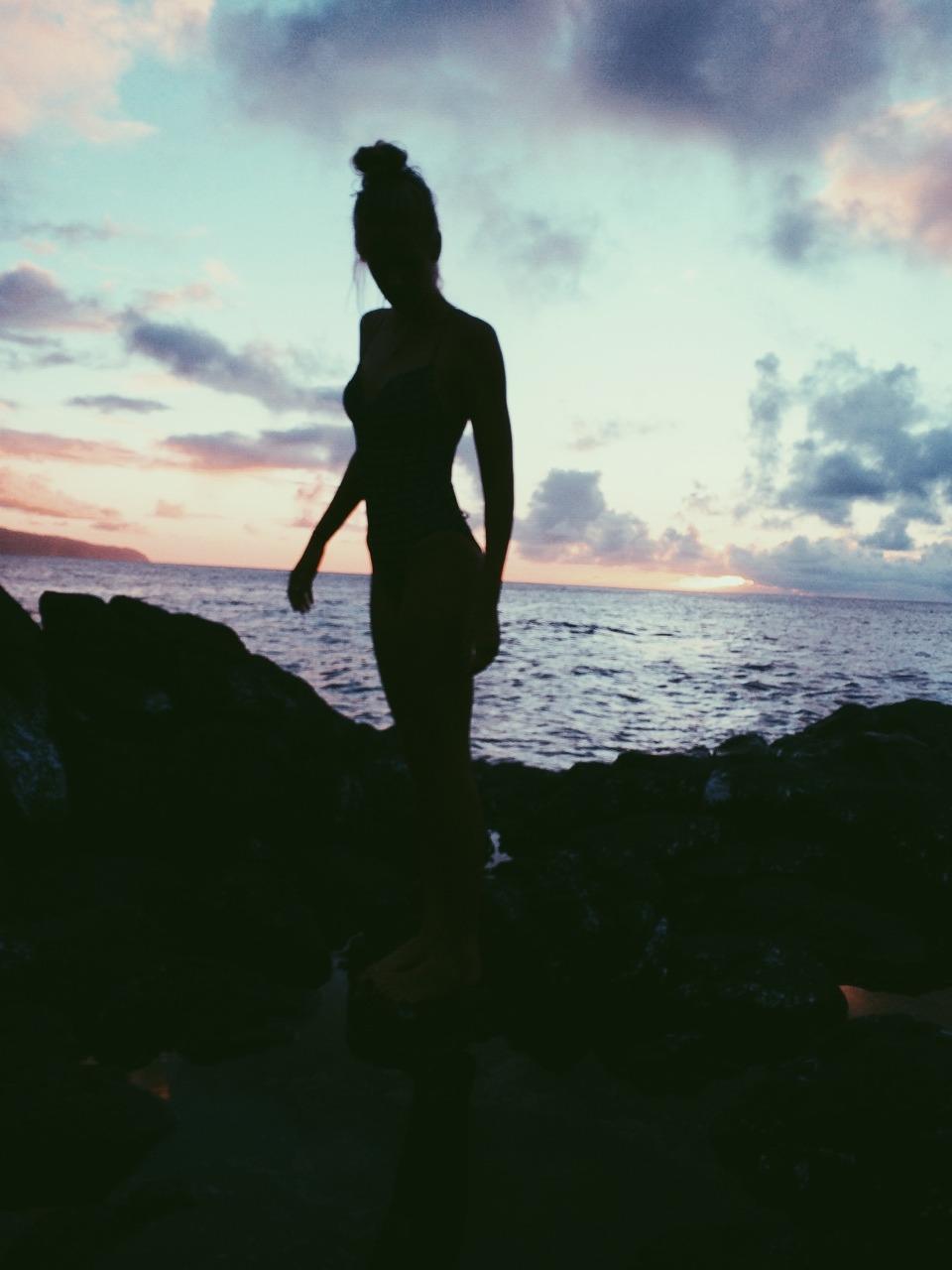 Девушка на море фотографии на аву без лица (19)