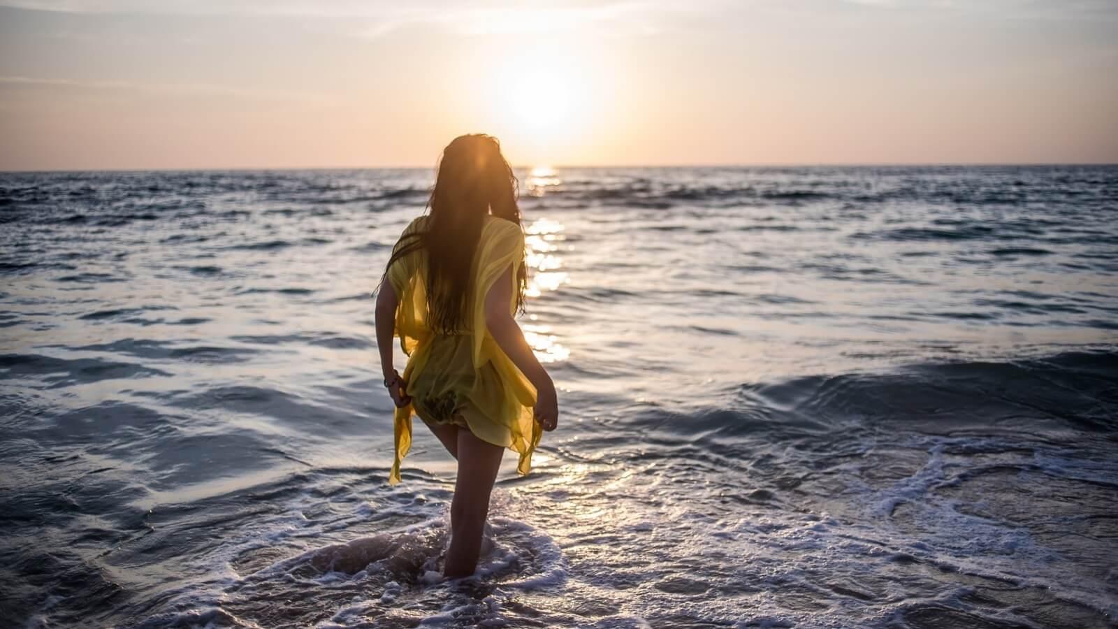 Девушка на море фотографии на аву без лица (3)