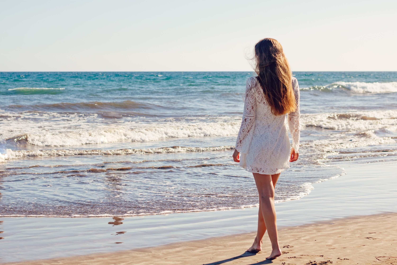 Картинки девушка и море на аватарку