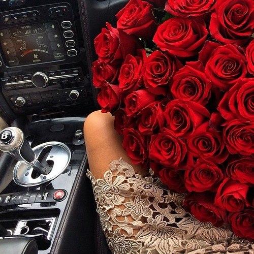 Девушка с букетом цветов в руках   красивые фото и картинки (14)