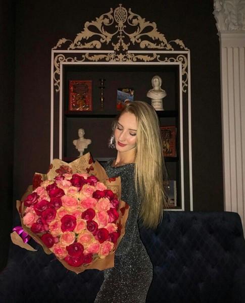 Девушка с букетом цветов в руках   красивые фото и картинки (16)