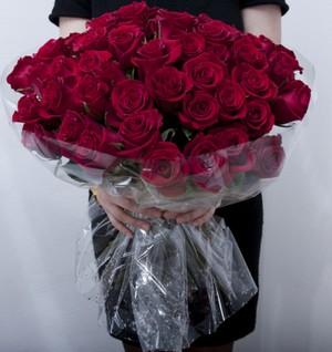 Девушка с букетом цветов в руках   красивые фото и картинки (20)