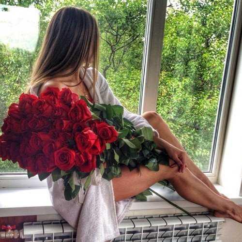 Девушка с букетом цветов в руках   красивые фото и картинки (23)