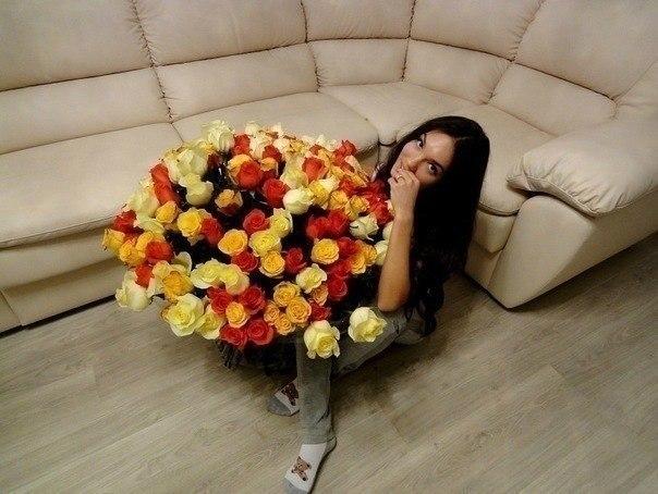 Девушка с букетом цветов в руках   красивые фото и картинки (28)