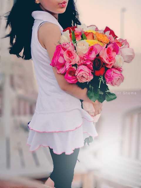 Девушка с букетом цветов в руках   красивые фото и картинки (29)
