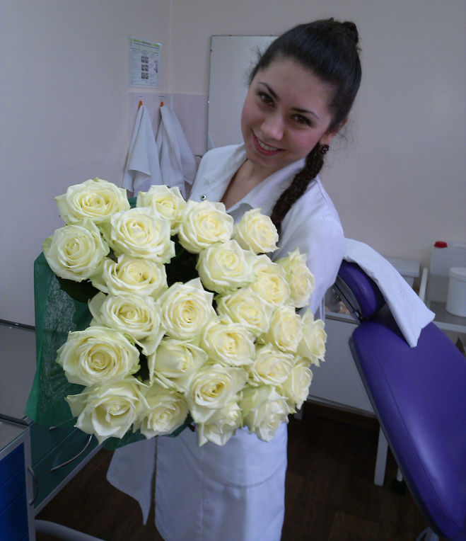 Девушка с букетом цветов в руках   красивые фото и картинки (33)