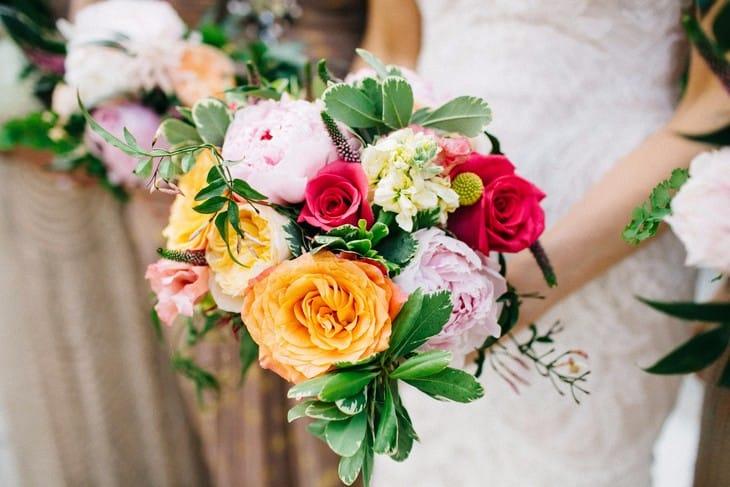 Девушка с букетом цветов в руках   красивые фото и картинки (34)