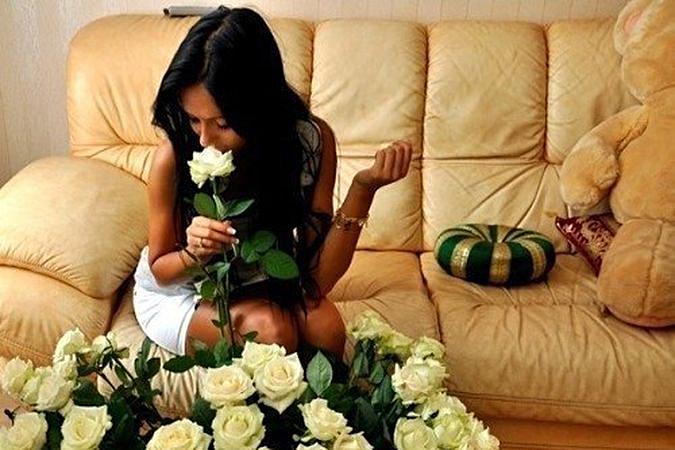 Девушка с букетом цветов в руках   красивые фото и картинки (35)