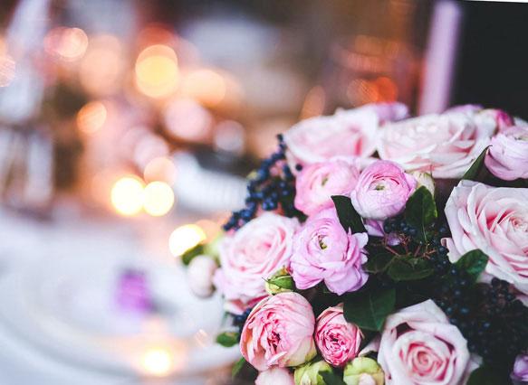 Девушка с букетом цветов в руках   красивые фото и картинки (37)