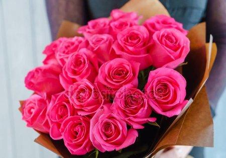 Девушка с букетом цветов в руках   красивые фото и картинки (4)