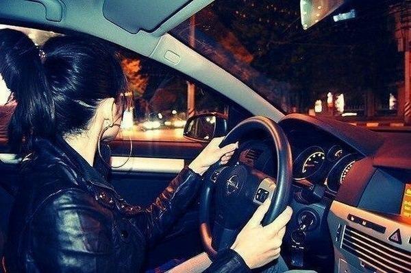 Машина и девушка без лица на аву скачать картинки (10)