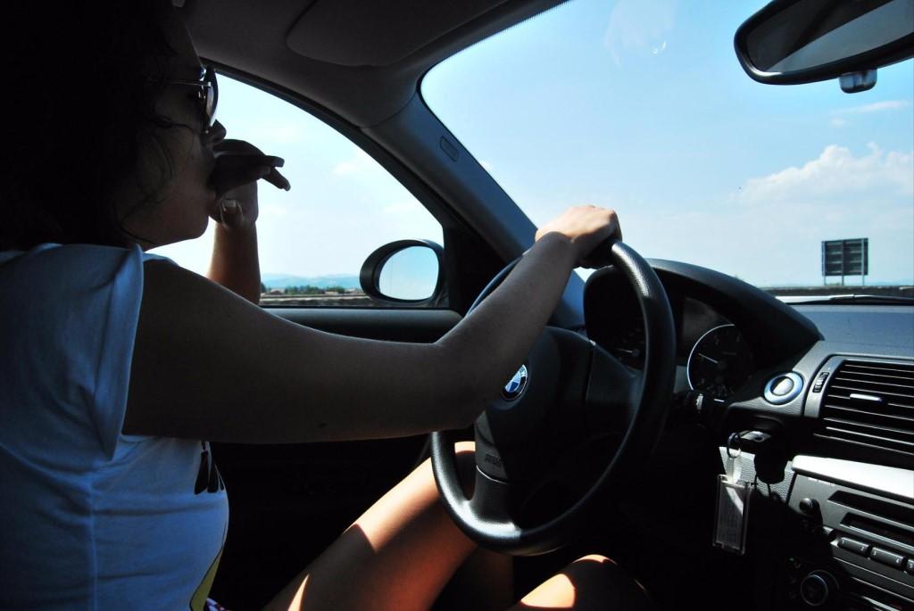Машина и девушка без лица на аву скачать картинки (13)