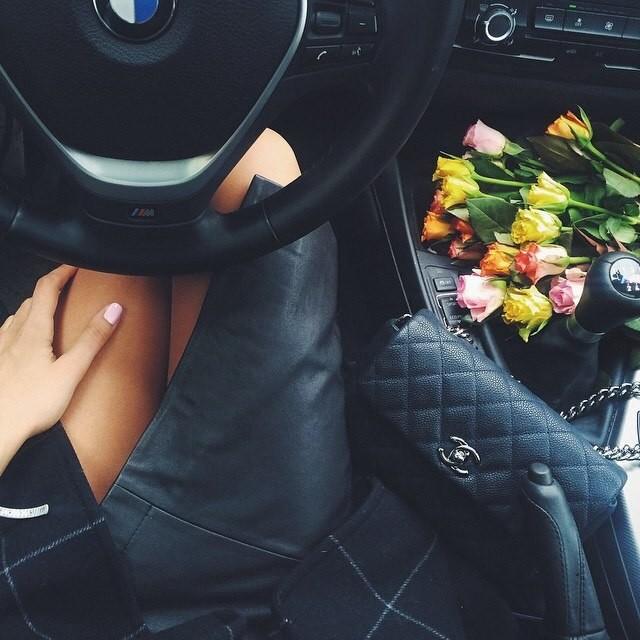 Машина и девушка без лица на аву скачать картинки (14)