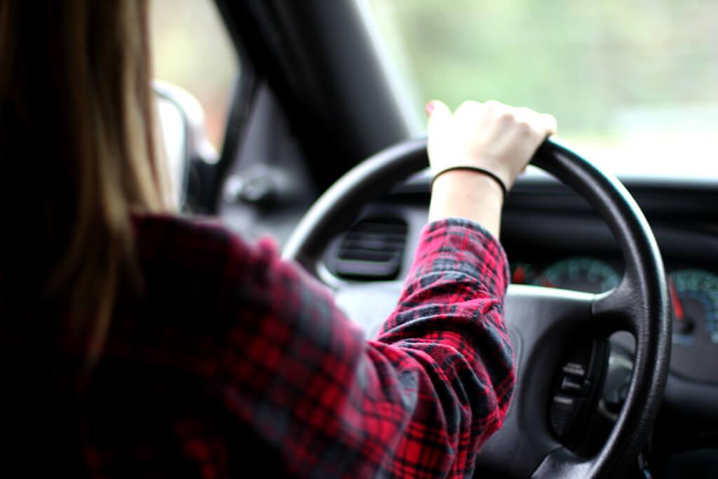Машина и девушка без лица на аву скачать картинки (19)
