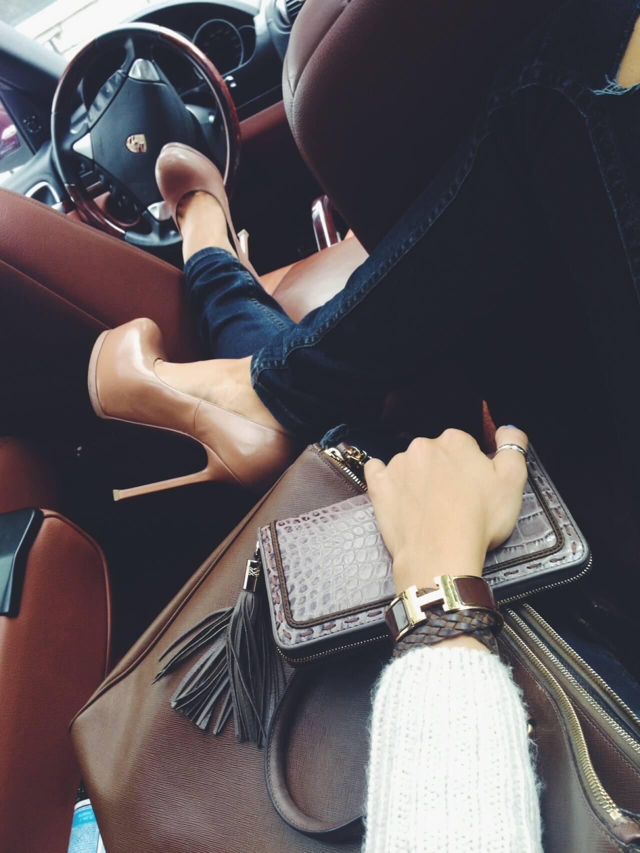 Машина и девушка без лица на аву скачать картинки (22)