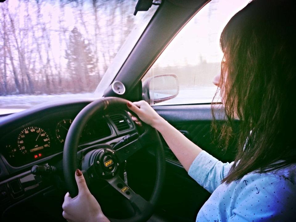 Машина и девушка без лица на аву скачать картинки (7)