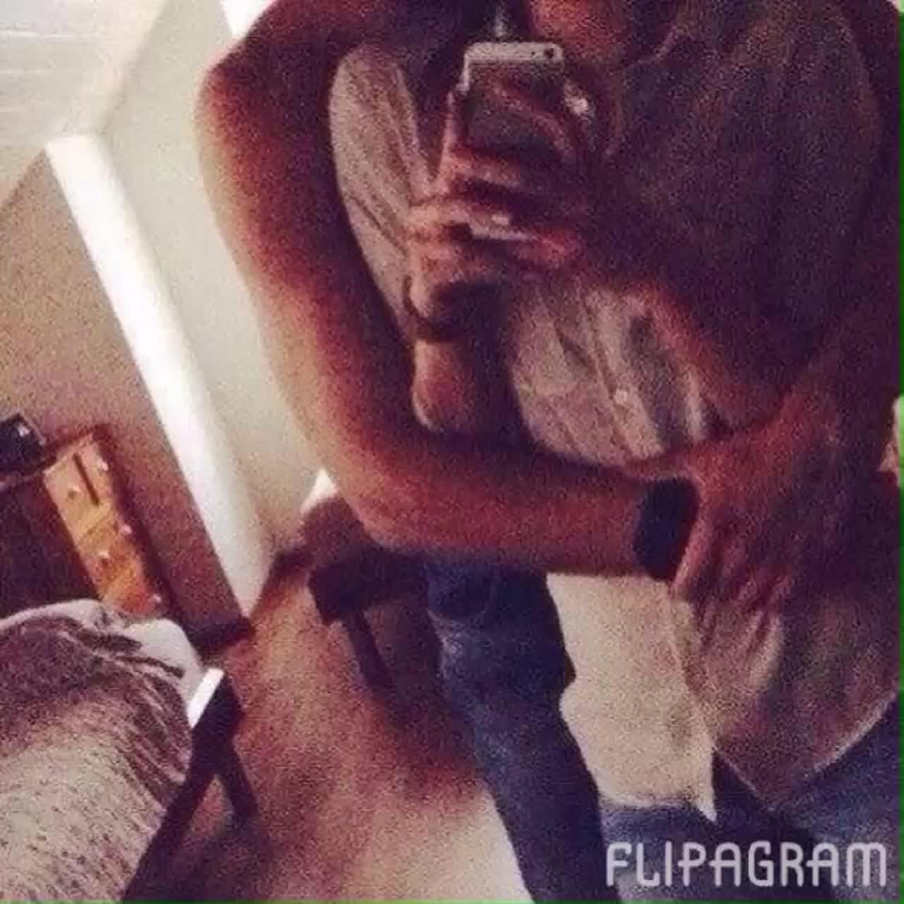 Парень и девушка обнимаются, лица не видно   картинки (15)