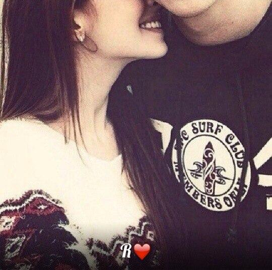 Парень и девушка обнимаются, лица не видно   картинки (17)