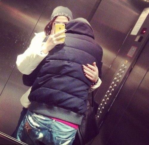Парень и девушка обнимаются, лица не видно   картинки (21)
